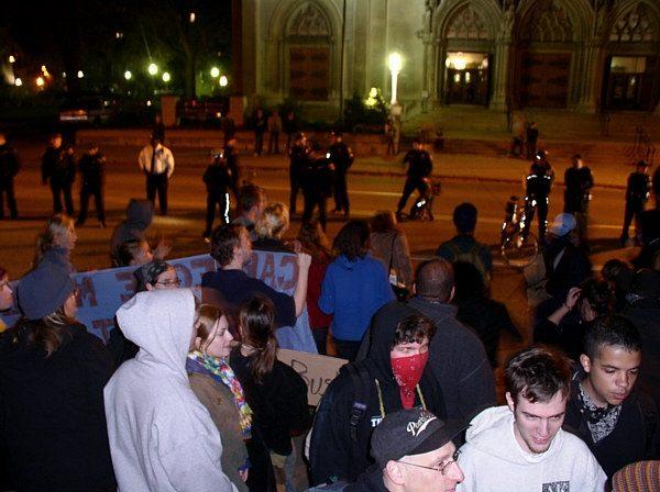 Police vs crowd stan...